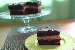 Wegański potrójnie czekoladowy tort