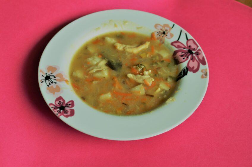 Zupa z kładzionymi kluseczkami