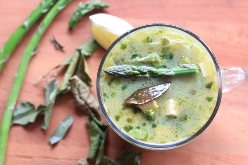 Zupa tajska ze szparagami