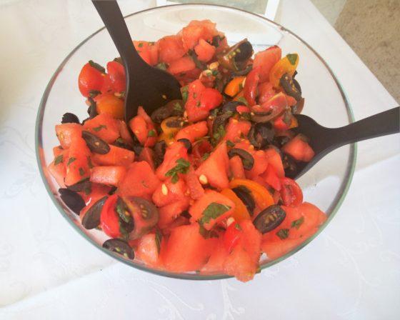 Sałatka z arbuza i pomidorków