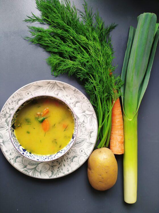 Wegańska zupa koperkowa